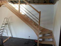 Escalier en frêne et inox au Grand-Lemps
